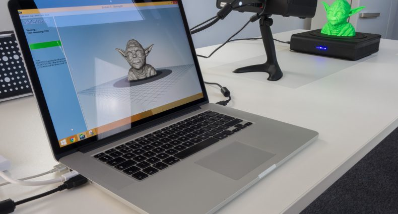Einscan-S Review - Macbook Pro setup on Desk