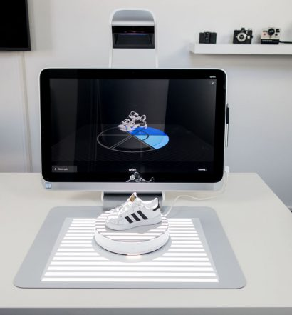 HP Sprout 3D Scanning Review - 3D Capture Stage with Sneaker