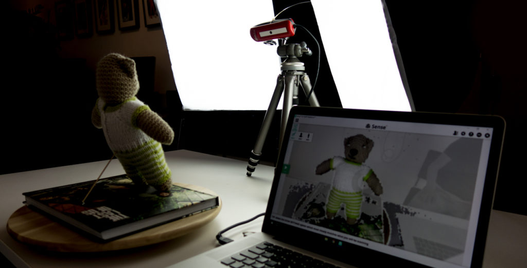 XYZ printing 3D Scanner Review - Tripod